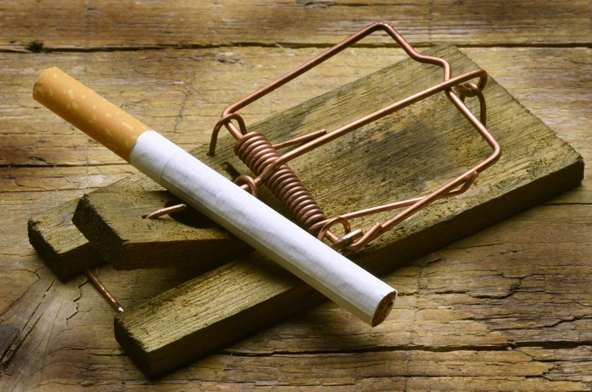 Tobacco affects the oral health negatively, warns our Yuba City dentists.